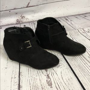 📁💼 Black suede booties 💼📁